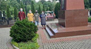 Возложение цветов к мемориалам погибших воинов!