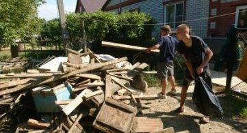 Волонтеры техникума на ликвидации последствий наводнения в Горячем ключе